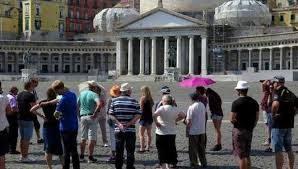 FERRAGOSTO: NAPOLI E L'INVASIONE DI TURISTI